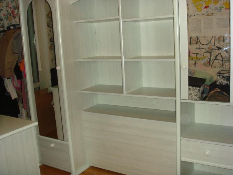 Продаю шкаф-стенку, комод, кровать Спальные гарнитуры . Санкт-Петербург